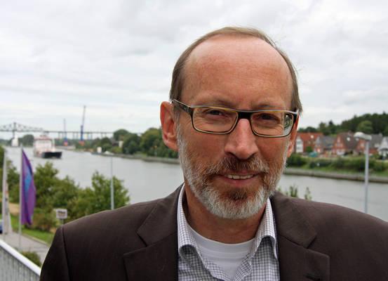 Stiftungs-Experte Bernd Hannemann vom Diakonischen Werk Schleswig-Holstein gibt Informationen zum Thema Stiftung. Foto: Henze