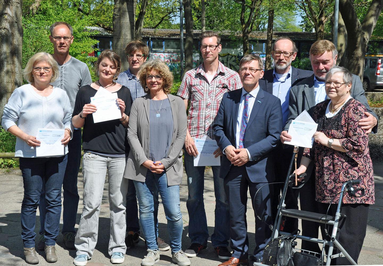 Spendenübergabe vor der Sozialkirche in Kiel. Foto: Privat