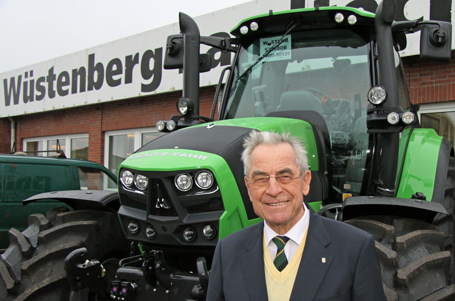 Der Börmer Landtechnik-Unternehmer Heinz Wüstenberg ist Gewinner des Stifterpreises 2013. Fotos: Henze