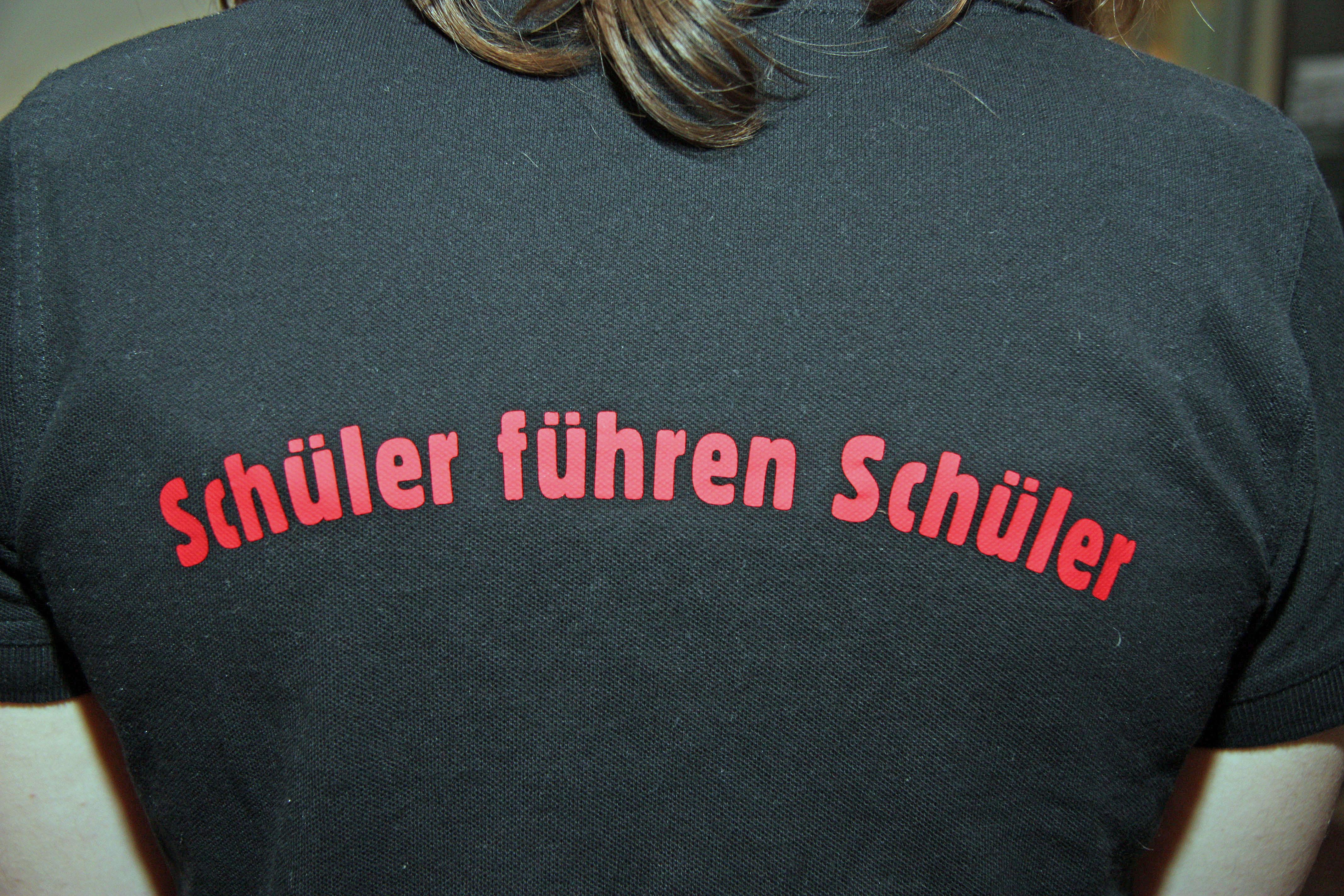 Schüler führen Schüler durch die Lübecker Museen. Foto: Henze