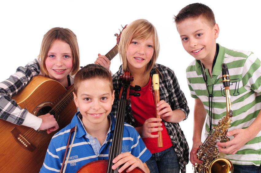 Schüler machen Musik. Foto: Fotolia