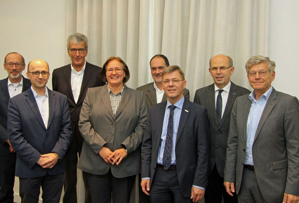 Die Jury (von links): Bernd Hannemann, Carsten Hillgruber (Vertretung für Olaf Tauras), Michael Haukohl, Manuela Söller-Winkler, Peter Weltersbach (Vertretung für Friederike C. Kühn), Heko Naß, Gothard Magaard und Stephan Richter.