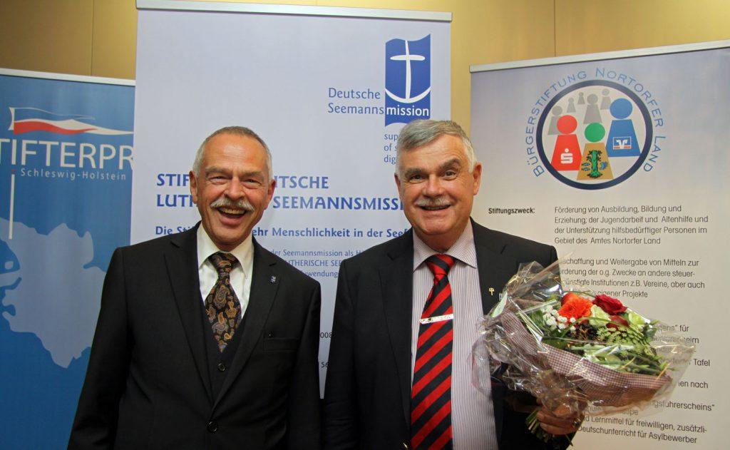 Die zweiten Sieger: Reinhart Kauffeld (links) und Dr. Dieter Radtke von der Stiftung Deutsche Lutherische Seemannsmission.